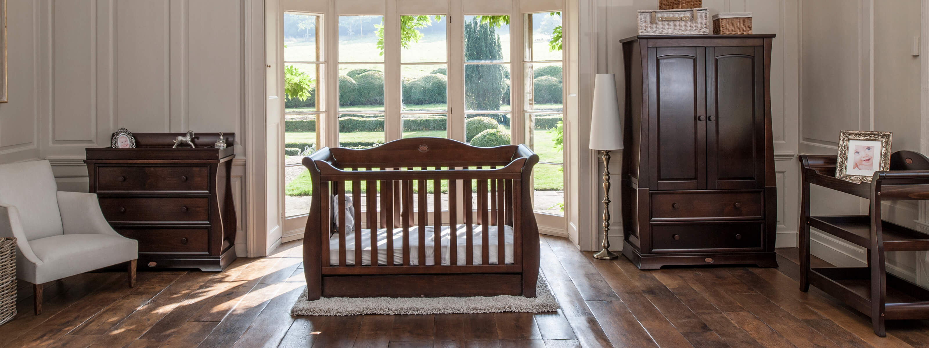 Product_Page_Lifestyle_1600_x_600_Sleigh_Royale_3_Piece_Room_Set_English_Oak__FORWEB__2x