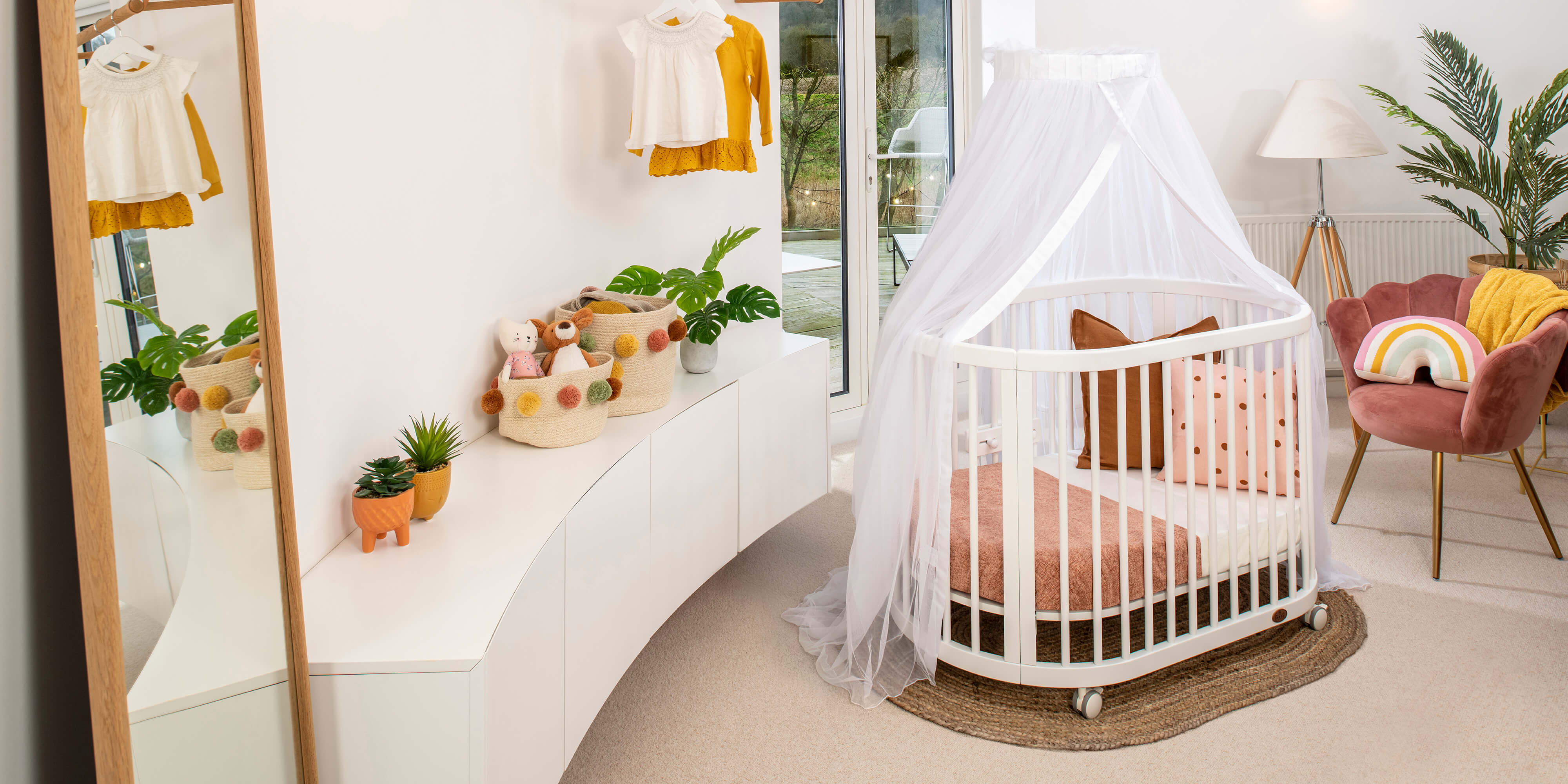 Oasis Oval Cot with Halo Net Stand
